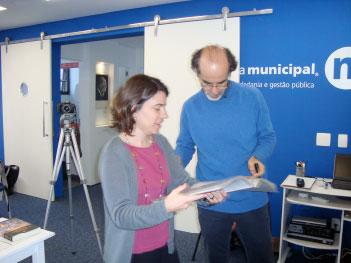 José Mario e Suzana, responsáveis pelo Projeto Zaqueu preparando-se para um dos ensinos.