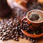 Três xícaras de café por dia fazem bem à saúde
