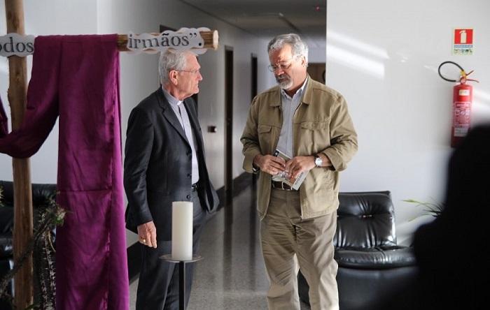 D. Leonardo Steiner oferece texto-base da CF a ministro da Segurança Pública
