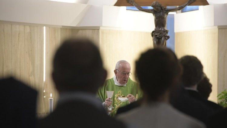 Papa: pedir a graça de acusar a si mesmo, não os outros