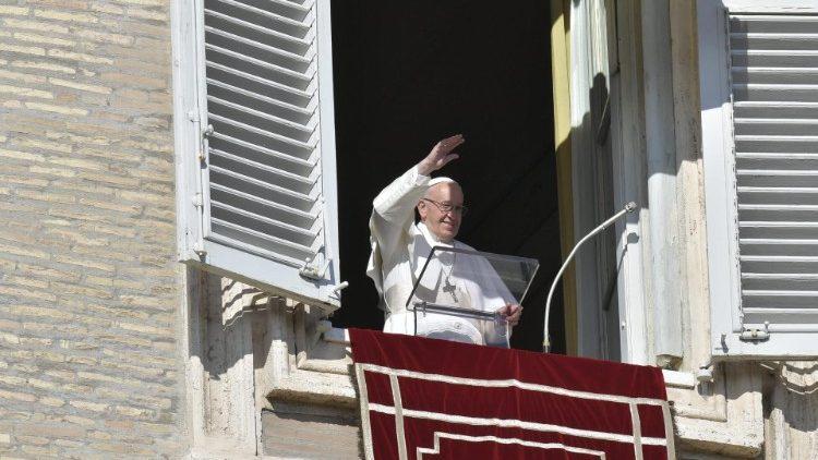 Papa: ao encontro definitivo com o Senhor levaremos o que doamos