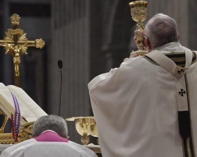Papa: só encontra o mistério de Deus quem deixa os apegos mundanos