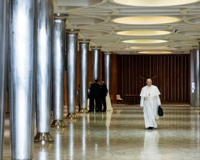 Papa compartilha pontos para encontro sobre proteção dos menores