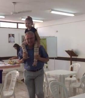 Descontração durante visita do Moderador Michel-Bernard e do Padre Henri-Marie