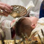 Não é valido Sacramento do Batismo conferido com fórmulas arbitrariamente modificadas