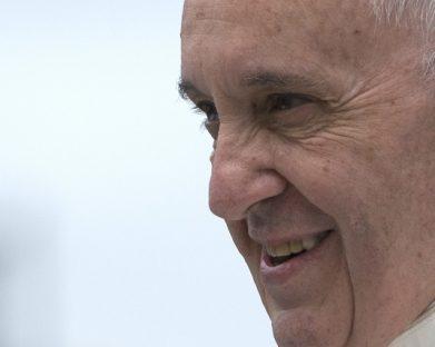 O Papa na Audiência Geral: a oração do cristão anda de mãos dadas com a fé