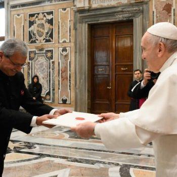 O Papa a embaixadores: trabalhar por um mundo mais justo e fraterno